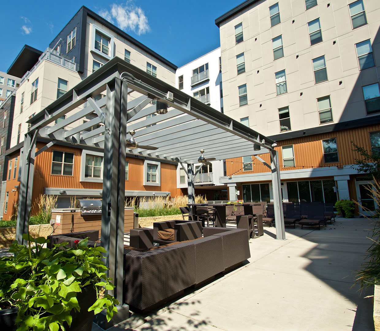 Affordable Luxury Apartments: Dinkytown Off-Campus Apartment Gallery
